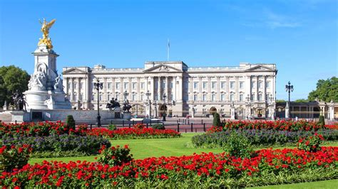 Fancy working for the Queen? Buckingham Palace is hiring