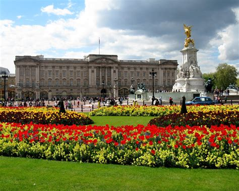 Buckingham Palace, Places to visit in London - GoVisity